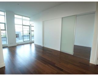 """Photo 4: 102 4375 W 10TH Avenue in Vancouver: Point Grey Condo for sale in """"VARSITY"""" (Vancouver West)  : MLS®# V748079"""