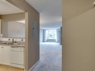 "Photo 5: 404 12148 224 Street in Maple Ridge: East Central Condo for sale in ""Panorama"" : MLS®# R2461995"
