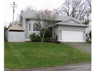 Photo 1: 4220 Ponderosa Cres in VICTORIA: SW Northridge House for sale (Saanich West)  : MLS®# 522724