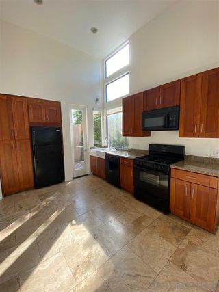 Photo 4: POINT LOMA Condo for rent : 2 bedrooms : 3244 Nimitz Blvd. #6 in San Diego