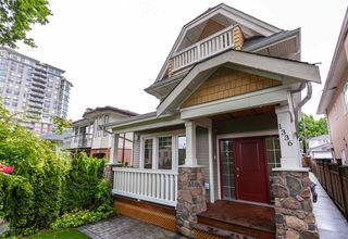 Photo 2: 1336 E 23RD Avenue in Vancouver: Knight House 1/2 Duplex for sale (Vancouver East)  : MLS®# R2459298