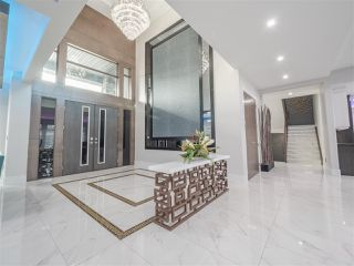 Photo 2: 84 WINDERMERE Drive in Edmonton: Zone 56 House for sale : MLS®# E4203821