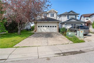 Photo 2: 90 BRIDLEWOOD Way SW in Calgary: Bridlewood Detached for sale : MLS®# C4306371