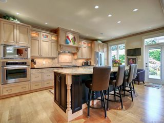 Photo 3: 1706 De Sousa Pl in Saanich: SE Lambrick Park House for sale (Saanich East)  : MLS®# 842819