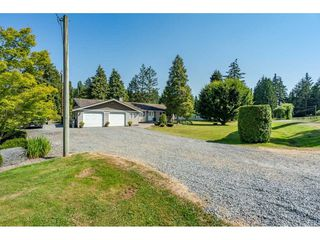 "Photo 1: 82 CLOVERMEADOW Crescent in Langley: Salmon River House for sale in ""Salmon River"" : MLS®# R2485764"