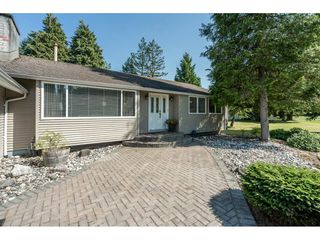 "Photo 3: 82 CLOVERMEADOW Crescent in Langley: Salmon River House for sale in ""Salmon River"" : MLS®# R2485764"