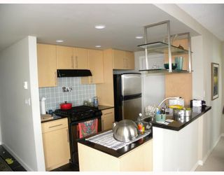 """Photo 4: 2301 455 BEACH Crescent in Vancouver: False Creek North Condo for sale in """"PARKWEST ONE"""" (Vancouver West)  : MLS®# V786427"""