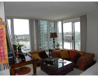 """Photo 3: 2301 455 BEACH Crescent in Vancouver: False Creek North Condo for sale in """"PARKWEST ONE"""" (Vancouver West)  : MLS®# V786427"""