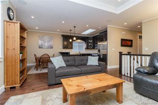 Photo 3: 2083 Longspur Drive in VICTORIA: La Bear Mountain Single Family Detached for sale (Langford)  : MLS®# 413397