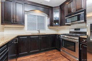 Photo 9: 2083 Longspur Drive in VICTORIA: La Bear Mountain Single Family Detached for sale (Langford)  : MLS®# 413397