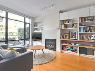 "Photo 3: 2262 REDBUD Lane in Vancouver: Kitsilano Townhouse for sale in ""ASONIA"" (Vancouver West)  : MLS®# R2428641"