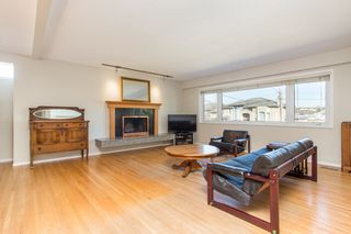 Photo 2: 4260 COLDFALL Road in Richmond: Boyd Park House for sale : MLS®# R2445614