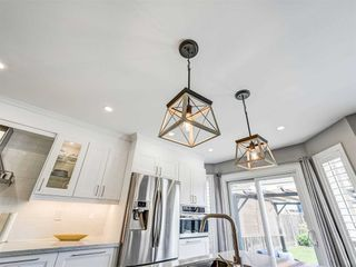 Photo 15: 1072 Sprucedale Lane in Milton: Dempsey House (2-Storey) for sale : MLS®# W4790208