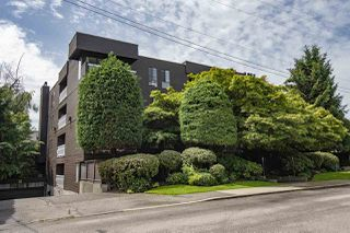"Main Photo: 306 3680 W 7TH Avenue in Vancouver: Kitsilano Condo for sale in ""Jericho House"" (Vancouver West)  : MLS®# R2469049"
