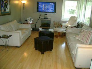 Photo 2: 339 DUFFIELD Street in WINNIPEG: St James Residential for sale (West Winnipeg)  : MLS®# 1020104