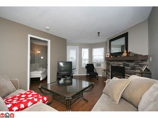 "Photo 4: 207 5765 GLOVER Road in Langley: Langley City Condo for sale in ""COLLEGE COURT"" : MLS®# F1027777"