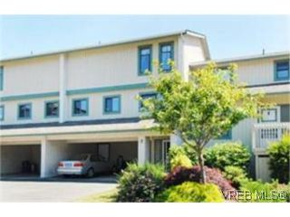 Photo 1: 2 1480 Garnet Road in VICTORIA: SE Cedar Hill Townhouse for sale (Saanich East)  : MLS®# 249584