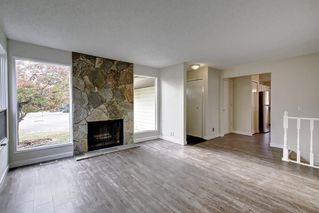 Main Photo: 27 Deerfield Place SE in Calgary: Deer Ridge Detached for sale : MLS®# C4272640