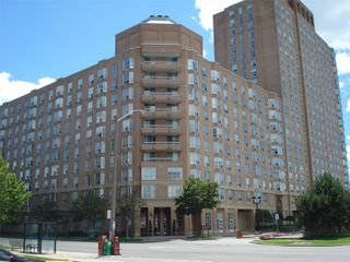 Photo 2: 513 11 Thorncliffe Park Drive in Toronto: Thorncliffe Park Condo for sale (Toronto C11)  : MLS®# C4948104