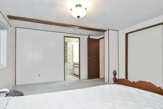 """Photo 12: 40 2305 200 Street in Langley: Brookswood Langley Manufactured Home for sale in """"Cedar Lane Park"""" : MLS®# R2524495"""