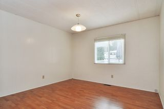 """Photo 14: 40 2305 200 Street in Langley: Brookswood Langley Manufactured Home for sale in """"Cedar Lane Park"""" : MLS®# R2524495"""