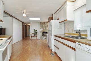 """Photo 8: 40 2305 200 Street in Langley: Brookswood Langley Manufactured Home for sale in """"Cedar Lane Park"""" : MLS®# R2524495"""