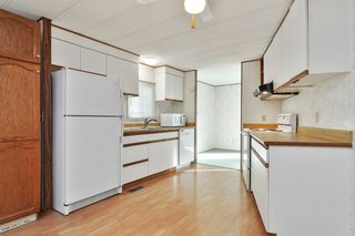 """Photo 7: 40 2305 200 Street in Langley: Brookswood Langley Manufactured Home for sale in """"Cedar Lane Park"""" : MLS®# R2524495"""