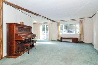 """Photo 2: 40 2305 200 Street in Langley: Brookswood Langley Manufactured Home for sale in """"Cedar Lane Park"""" : MLS®# R2524495"""