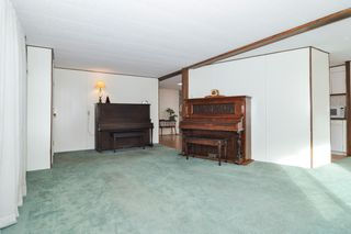 """Photo 3: 40 2305 200 Street in Langley: Brookswood Langley Manufactured Home for sale in """"Cedar Lane Park"""" : MLS®# R2524495"""