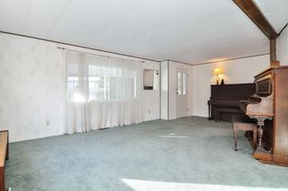 """Photo 4: 40 2305 200 Street in Langley: Brookswood Langley Manufactured Home for sale in """"Cedar Lane Park"""" : MLS®# R2524495"""