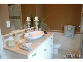Photo 5: 1002 Arcadia St in VICTORIA: Es Kinsmen Park House for sale (Esquimalt)  : MLS®# 509884