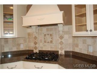 Photo 3: 1002 Arcadia St in VICTORIA: Es Kinsmen Park House for sale (Esquimalt)  : MLS®# 509884