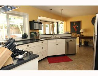 """Photo 5: 4785 WESLEY Drive in Tsawwassen: English Bluff House for sale in """"THE VILLAGE"""" : MLS®# V777978"""
