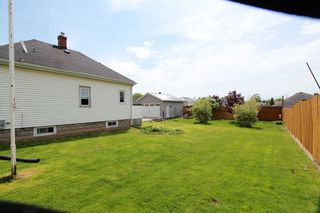 Photo 4: 547 E King Avenue in Clarington: Newcastle House (Bungalow) for sale : MLS®# E4773216