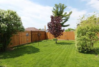 Photo 8: 547 E King Avenue in Clarington: Newcastle House (Bungalow) for sale : MLS®# E4773216