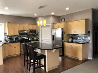 Photo 5: 924 CHAHLEY Crescent in Edmonton: Zone 20 House for sale : MLS®# E4203699