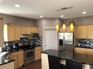 Photo 4: 924 CHAHLEY Crescent in Edmonton: Zone 20 House for sale : MLS®# E4203699