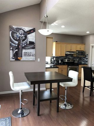 Photo 7: 924 CHAHLEY Crescent in Edmonton: Zone 20 House for sale : MLS®# E4203699