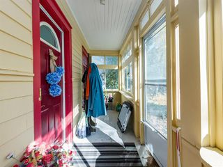 Photo 2: 909 5 Street NW in Calgary: Sunnyside Detached for sale : MLS®# A1037702