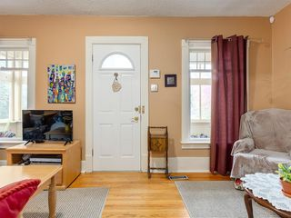 Photo 4: 909 5 Street NW in Calgary: Sunnyside Detached for sale : MLS®# A1037702