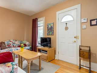 Photo 3: 909 5 Street NW in Calgary: Sunnyside Detached for sale : MLS®# A1037702