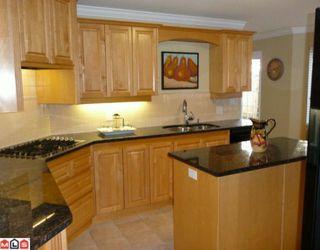 """Photo 5: 101 14934 THRIFT Avenue: White Rock Condo for sale in """"Villa Positano"""" (South Surrey White Rock)  : MLS®# F1004051"""