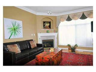 "Photo 2: 24 11358 COTTONWOOD Drive in Maple Ridge: Cottonwood MR Townhouse for sale in ""CARRIAGE LANE"" : MLS®# V820880"