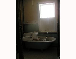 Photo 4: 824 STELLA Avenue in WINNIPEG: North End Residential for sale (North West Winnipeg)  : MLS®# 2904859