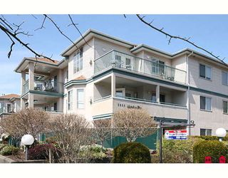 """Photo 1: 109 5955 177B Street in Surrey: Cloverdale BC Condo for sale in """"Windsor Place"""" (Cloverdale)  : MLS®# F2916723"""