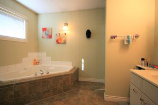 Photo 8: 75 Southpark Drive in Niverville: R07 Residential for sale : MLS®# 1924397