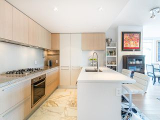 """Photo 3: 808 1351 CONTINENTAL Street in Vancouver: Downtown VW Condo for sale in """"MADDOX"""" (Vancouver West)  : MLS®# R2487388"""