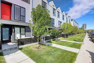 Photo 1: 3543 69 Street NW in Calgary: Bowness Row/Townhouse for sale : MLS®# A1023919