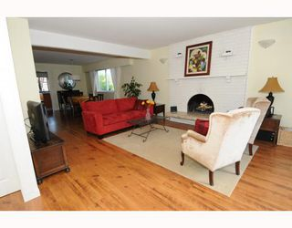 Photo 2: 1017 E 11TH Avenue in Vancouver: Mount Pleasant VE House 1/2 Duplex for sale (Vancouver East)  : MLS®# V789077