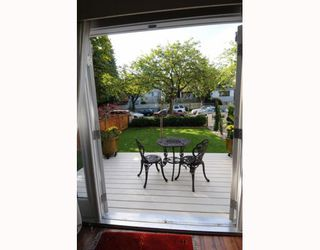 Photo 9: 1017 E 11TH Avenue in Vancouver: Mount Pleasant VE House 1/2 Duplex for sale (Vancouver East)  : MLS®# V789077